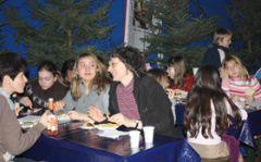 Mittagessen im Vorzelt